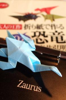 プレシオサウルス FinePixF10 1/20 F4.3 18mm ISO400