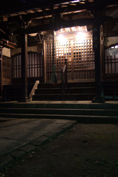 夜のお寺 FinePixF10 3sec F2.8 8mm ISO80