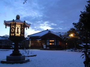 雪景色に朝日