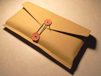 無印良品 ジーンズのラベル素材で作った丸留め付き封筒・小 × VAIO Pを収納