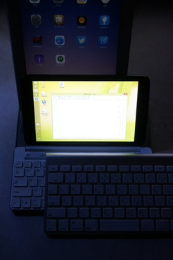 上からiPad、Digginous+Universal Mobile Keyboard、Apple Wireless Keyboard
